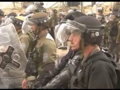 Os fiéis voltam a Al Aqsa com a polícia em alerta por causa dos distúrbios