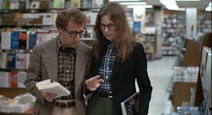Apesar de tudo, Woody Allen e Diane Keaton em 'Noivo Neurótico, Noiva Nervosa' fizeram algo que Aron recomenda: conversar.