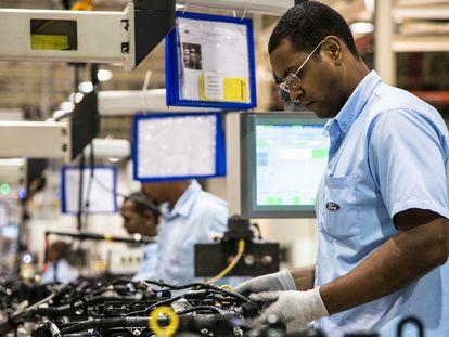 Funcionário da Ford na Bahia (Brasil), que vai ser fechada.