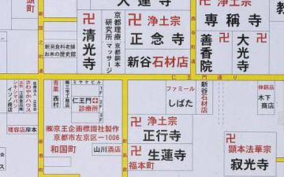 O 'manji', a suástica japonesa, é usada nos mapas para localizar os templos budistas, uma religião seguida por 46 milhões de pessoas no país. Só nos quatro quarteirões representados neste mapa há oito templos indicados.