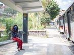 A paulistana Fernanda Pereira, que enfrenta três horas de transporte público para se deslocar da casa ao trabalho, em São Paulo.