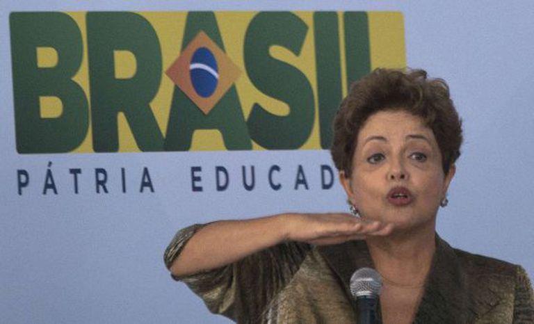 Dilma em inauguração de moradias no Rio.