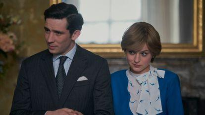 Josh O'Connor e Emma Corrin como o Príncipe Charles e a Lady Di na quarta temporada de 'The Crown'.