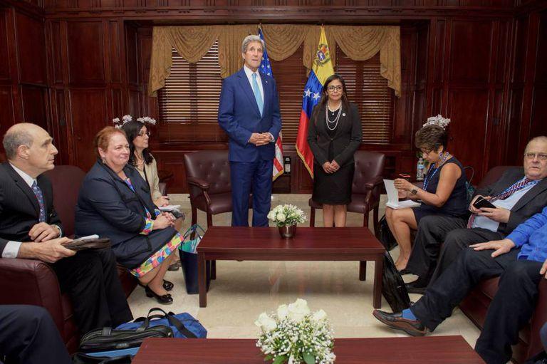 Kerry e Rodríguez acordaram em Santo Domingo a reabertura do diálogo bilateral.