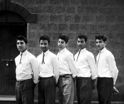 Foto do grupo The Hectics na antiga Bombaim, em 1958. No centro, Farrokh Bulsara (Freddie Mercury).