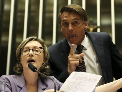 Os deputados Jair Bolsonaro e Maria do Rosário batem-boca no plenário da Câmara dos Deputados