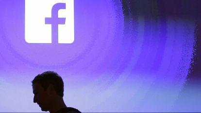 Mark Zuckerberg em uma das sedes de Facebook.