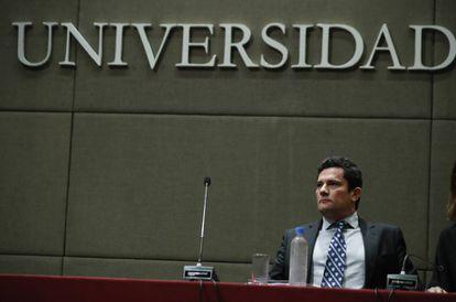O juiz Sergio Moro na sua palestra na Universidade Católica Argentina.