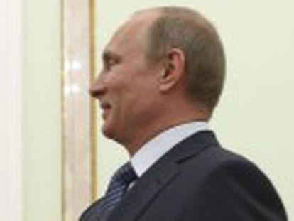 O líder russo insiste com os pró-russos do leste para que adiem o referendo separatista