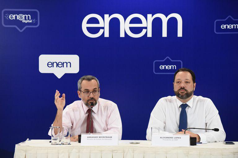 O ministro da Educação, Abraham Weintraub, e o presidente do INEP, Alexandre Lopes, no dia 17.