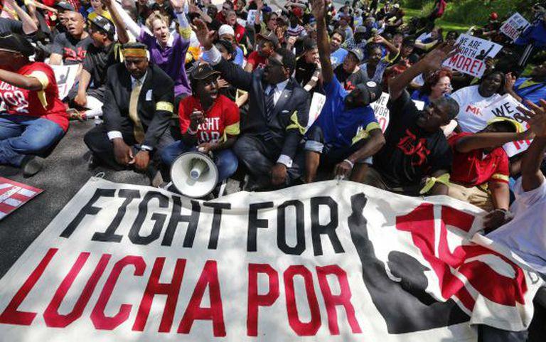 Protesto na sede do McDonald´s em Oak Brook, Illinois.