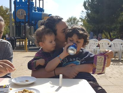 Isabela Sperandio com os filhos