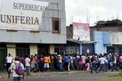 Um dos saques em San Felix, Venezuela.
