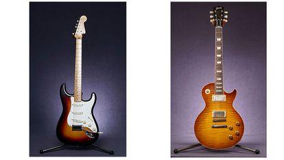 A Fender Stratocaster, do lado esquerdo. Uma Gibson Les Paul, no lado direito.