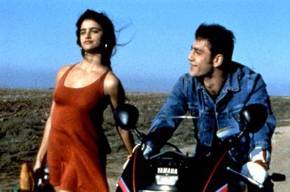 Em 'Jamón jamón' (1992), o diretor Bigas Luna parodiou a cultura machista espanhola, personificada em um aspirante a toureiro (Javier Bardem) orgulhoso e rebelde que se apaixona pela namorada do rico da cidade (Penélope Cruz). No vídeo, oito famosos comentam suas experiências de micromachismos