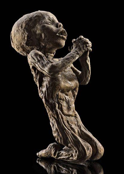 Cadáver de uma criança embalsamada por Gorini.