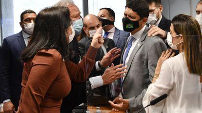 A senadora Simone Tebet confronta o ministro da CGU Wagner Rosário durante sessão da CPI da Pandemia, no dia 21 de setembro.