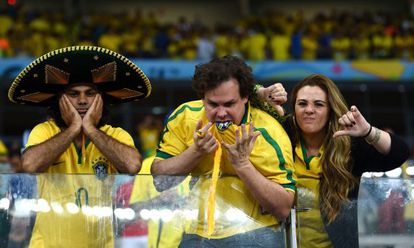 Torcedores na goleada da Alemanha sobre o Brasil, no Mineirão.
