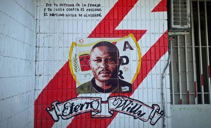 Painel em homenagem a Wilfred na fachada do estádio de Vallecas.