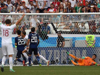 Jan Bednarek celebra gol da Polônia.