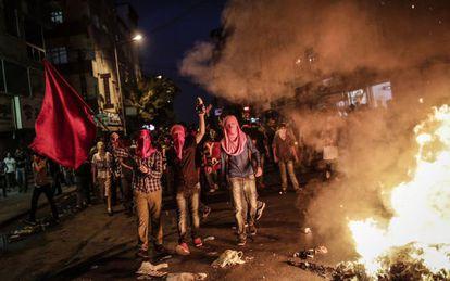 Protesto em Istambul contra ataques aos curdos.