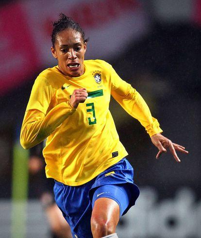 Pellegrino jogou como zagueira e foi capitã da seleção brasileira.