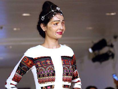 Reshma, vítima de ataque com ácido, redefine a beleza em Nova York