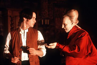 "Keanu Reeves e Gary Oldman en ""Drácula de Bram Stoker"", dirigido por Francis Ford Coppola."