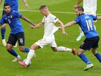London (United Kingdom), 06/07/2021.- Dani Olmo (C) of Spain take a shot on goal during the UEFA EURO 2020 semi final between Italy and Spain in London, Britain, 06 July 2021. (Italia, España, Reino Unido, Londres) EFE/EPA/Matt Dunham / POOL (RESTRICTIONS: For editorial news reporting purposes only. Images must appear as still images and must not emulate match action video footage. Photographs published in online publications shall have an interval of at least 20 seconds between the posting.)