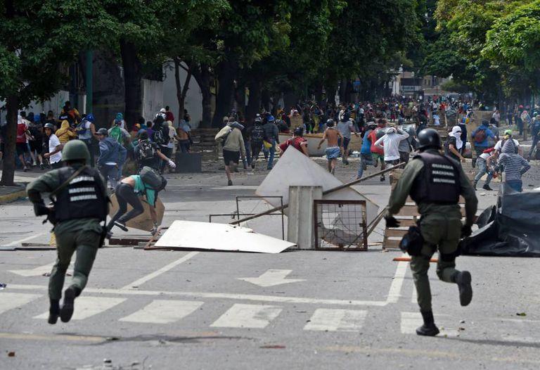 A Guarda Nacional tenta reprimir o protesto