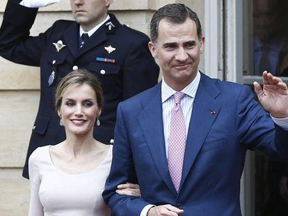 Os reis Felipe e Letizia em Paris na última terça.