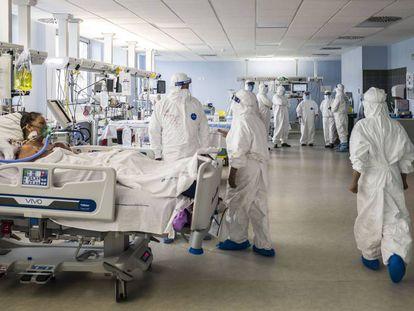 Unidade de terapia intensiva de hospital de Catânia (Itália), em 23 de abril.