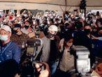 El presidente salvadoreño Nayib Bukele y la primera dama Gabriela de Bukele se presenta a la junta receptora de votos en donde ejercieron su voto el 28 de febrero del 2021. Este día se celebran las elecciones legislativas en El Salvador. Fred Ramos