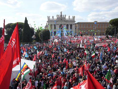 O protesto realizado neste sábado na praça San Giovanni de Roma.