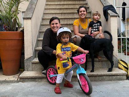 Marcela Tiboni com sua esposa Melanie e filhos.