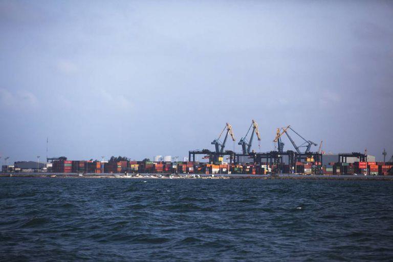 Visão general do porto de Veracruz, o cais comercial mais antigo de México.