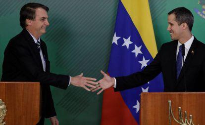 O presidente Jair Bolsonaro em encontro com Juan Guaidó nesta quinta, em Brasília.