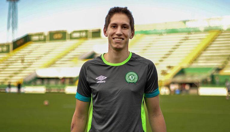 Follmann já treina no gramado da Arena Condá.
