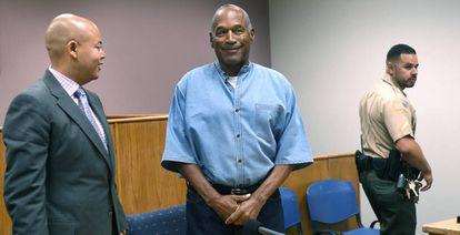 O.J. Simpson, junto ao seu advogado Malcolm LaVergne, no último 20 de julho, em Lovelock, Nevada.
