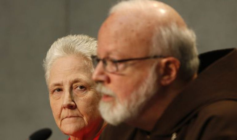 Sean O'Malley e Marie Collins, da comissão contra a pedofilia na Igreja.
