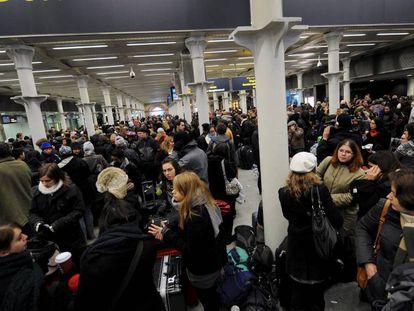 Usuários do serviço Eurostar, que une Londres e Paris através do túnel do Canal da Mancha, em foto de 2009