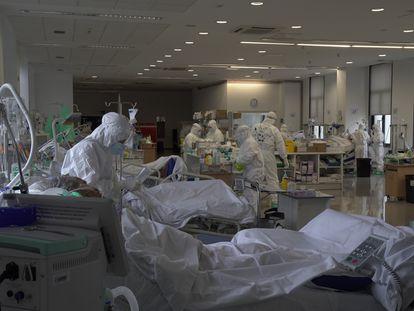 UTI do Hospital Universitário Marqués de Valdecilla, em Santander, em 3 de novembro.