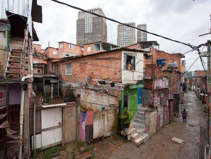 Favela Panorama com o Parque Cidade Jardim ao fundo.