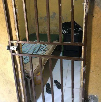 Um dos dormitórios do abrigo.