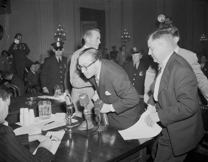Dalton Trumbo em 1947 no Comitê de Atividades Antiamericanas.