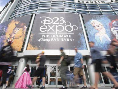 O centro de convenções de Anaheim durante a convenção D23. Em vídeo, uma prévia do Disney+.