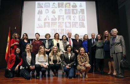 Participantes na leitura de textos de escritoras organizado pela Biblioteca Nacional em colaboração com a Federação Espanhola de Mulheres Dirigentes.
