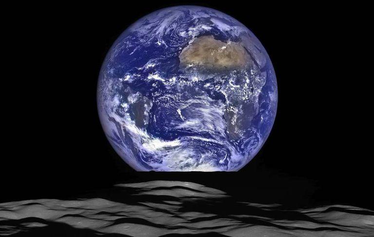 Foto divulgada no fim de semana pela NASA mostra a Terra captada a partir da Lua pela sonda LRO (L unar Reconnaissance Orbiter).