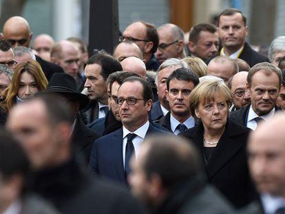 Hollande, Merkel e Valls participam de ato em Paris.