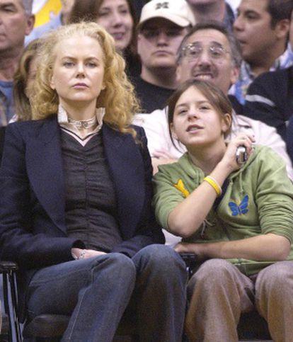 Nicole Kidmna e Isabella Cruise, em uma partida dos Lakers em 2004.